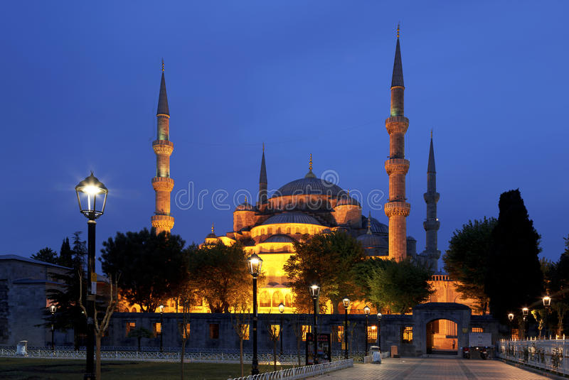 Mening van de Blauwe Moskee (Sultanahmet Camii) bij nacht royalty-vrije stock foto