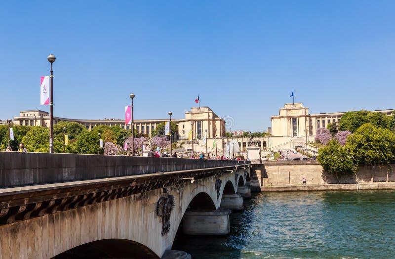 Mening van de brug van Jenapont D ` Iena}, Trocadero-park royalty-vrije stock foto