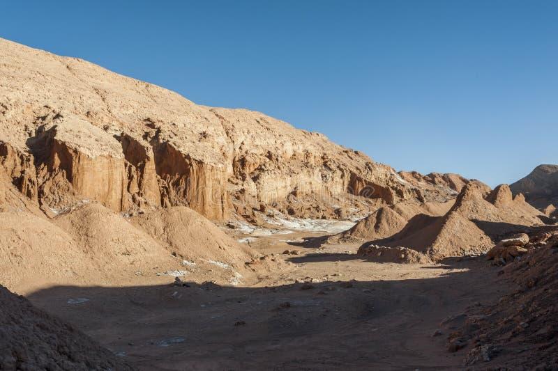 Mening van de Cordillera DE die La Sal, wit Zout uit de Rotsen, Zoute Bergen in de Atacama-Woestijn te voorschijn komen, de Andes royalty-vrije stock foto