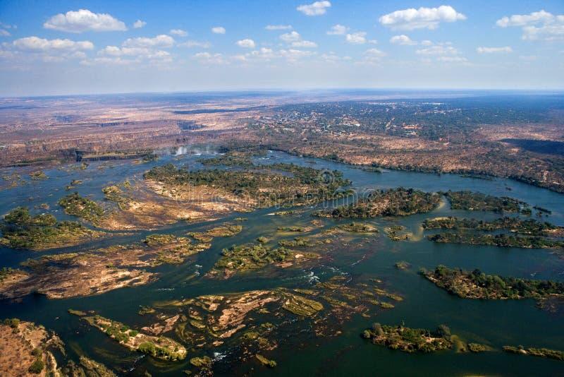 Mening van de Dalingen van een hoogte van vogelvlucht De dalingen van Victoria Nationaal park mosi-OA-Tunya Zambiya en de Plaats  stock foto