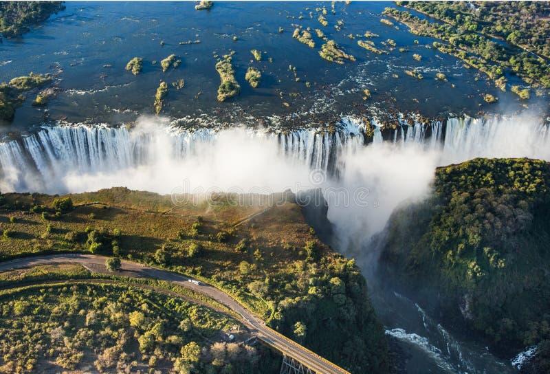 Mening van de Dalingen van een hoogte van vogelvlucht De dalingen van Victoria Nationaal park mosi-OA-Tunya Zambiya en de Plaats  stock afbeelding