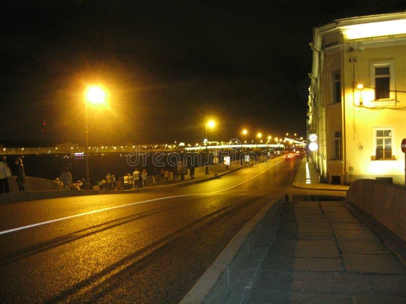 Mening van de dijk van St. Petersburg, bij nacht royalty-vrije stock foto