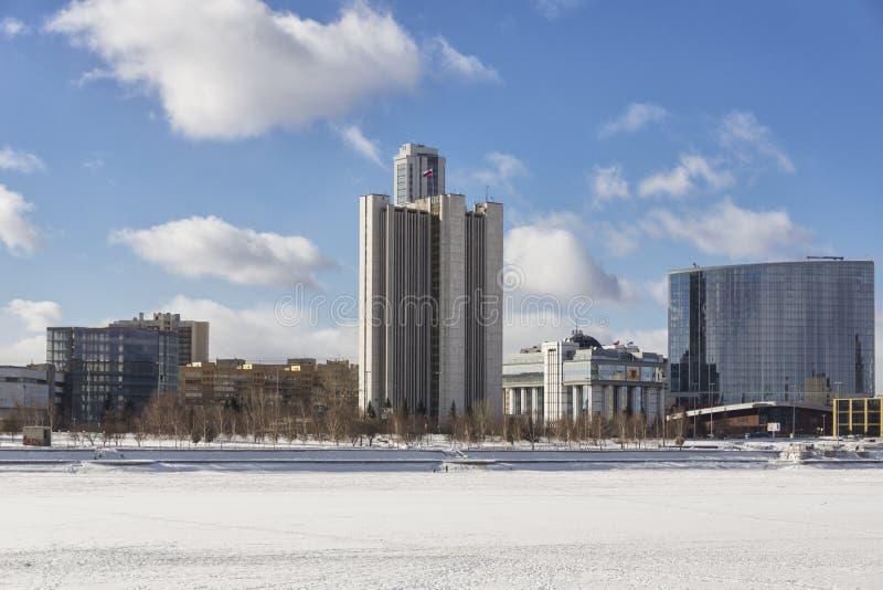 Mening van de dijk Yekaterinburg, Rusland van de kadewerf royalty-vrije stock fotografie
