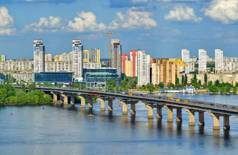 Mening van de Dnieper-Rivier in Kiev stock afbeelding
