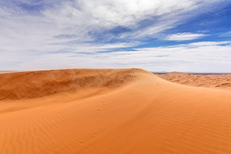Mening van de Duinen van Ergchebbi in Morroco- Sahara Desert royalty-vrije stock afbeeldingen