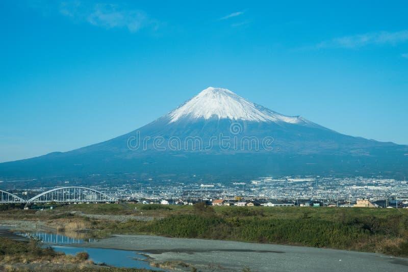 Mening van de fujiberg in Japan stock foto's