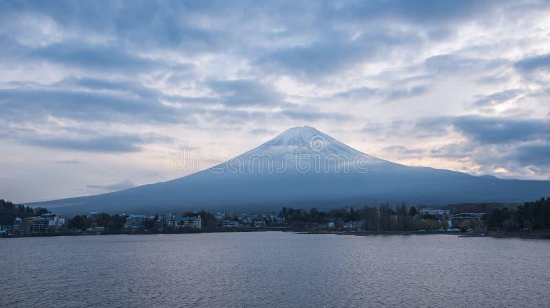 Mening van de fujiberg in Japan stock foto