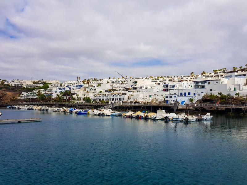 Mening van de haven in Puerto del Carmen in Lanzarote Canarische Eilanden Spanje royalty-vrije stock afbeelding