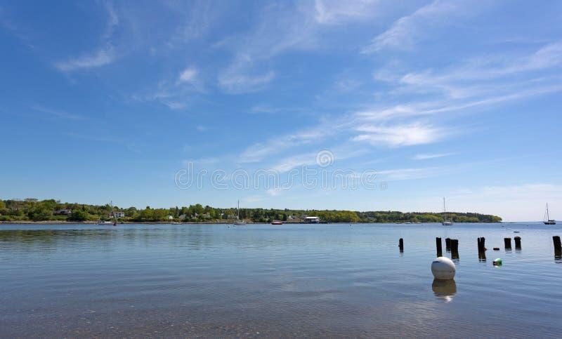 Mening van de haven van Belfast Maine in de recente lente royalty-vrije stock fotografie
