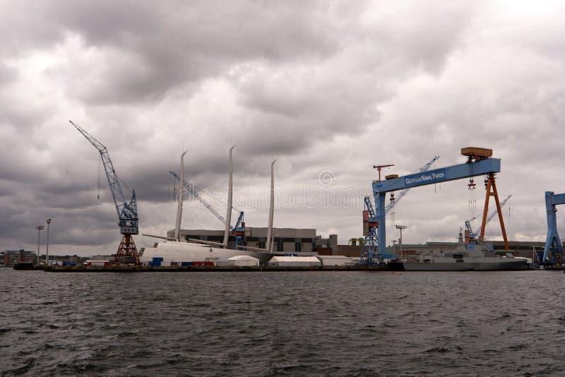 Mening van de haven van Kiel in Duitsland stock foto's