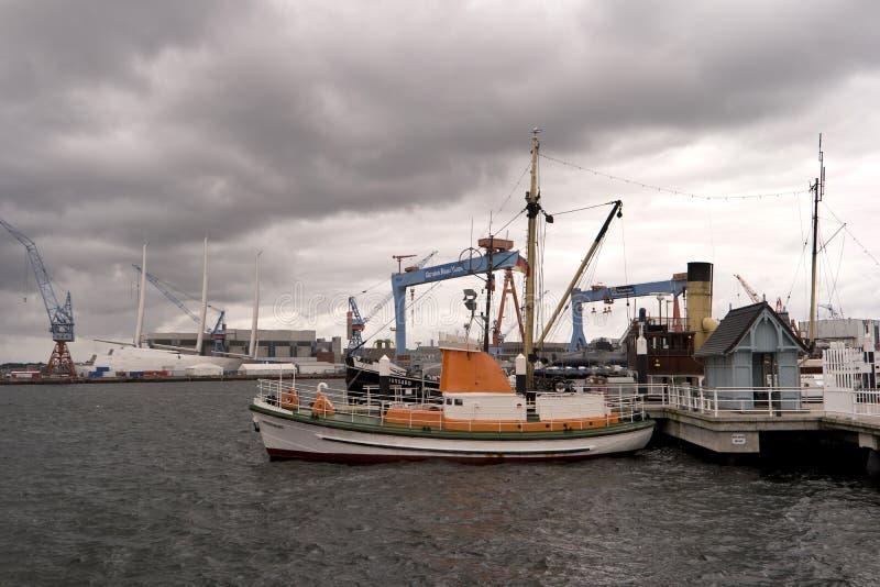 Mening van de haven van Kiel in Duitsland royalty-vrije stock foto's