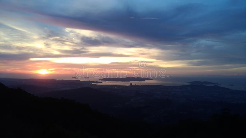 Mening van de heuvel de hoogste Zonsondergang royalty-vrije stock afbeelding
