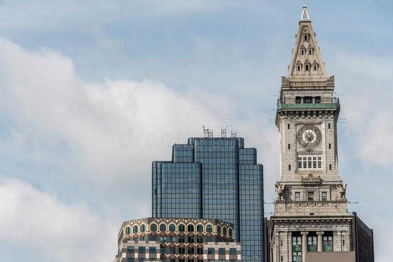 Mening van de historische de wolkenkrabberklokketoren van het Douanehuis in horizon van Boston Massachusetts de V.S. royalty-vrije stock foto's