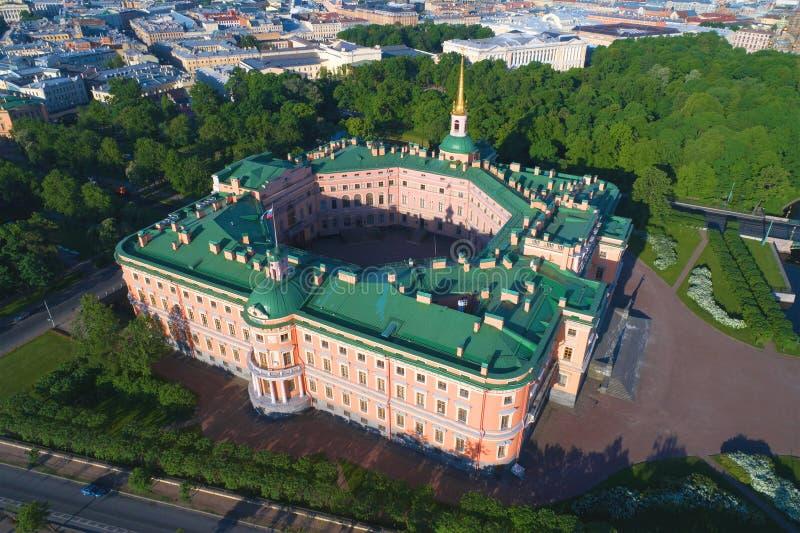 Mening van de hoogten aan het Mikhailovsky-Ingenieurskasteel Heilige-Petersburg, Rusland royalty-vrije stock foto's