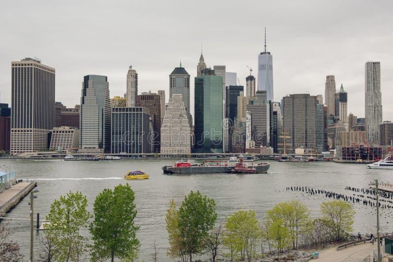 Mening van de horizon van Manhattan van de Hoogten van Brooklyn royalty-vrije stock fotografie