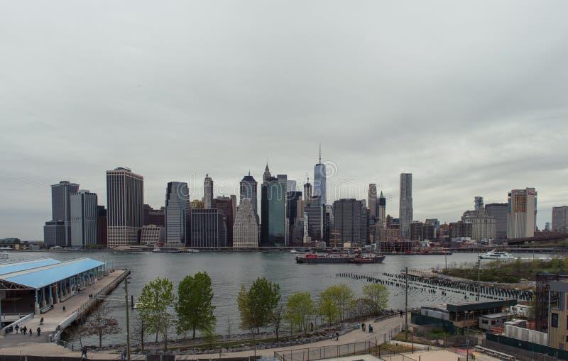 Mening van de horizon van Manhattan van de Hoogten van Brooklyn royalty-vrije stock foto