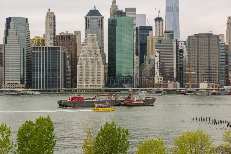 Mening van de horizon van Manhattan van de Hoogten van Brooklyn in Brooklyn, stock foto