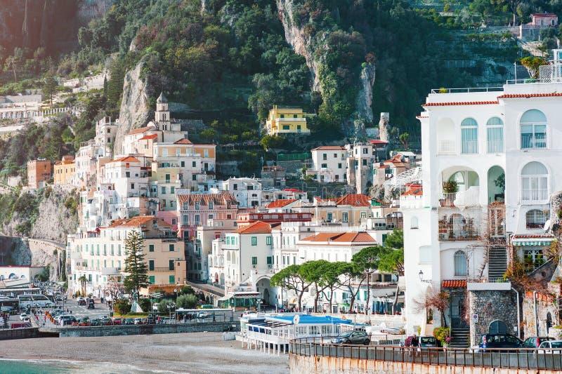Mening van de huizen van Amalfi stad, mediterraan Italië royalty-vrije stock afbeelding
