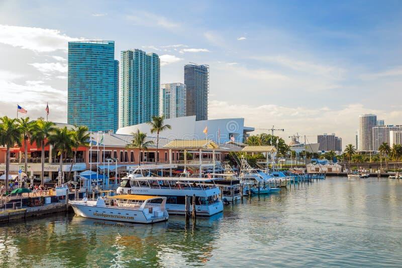 Mening van de Jachthaven van Miami en Bayside-Markt royalty-vrije stock foto