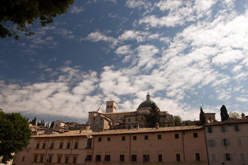 Mening van de kerk in Assisi royalty-vrije stock afbeelding