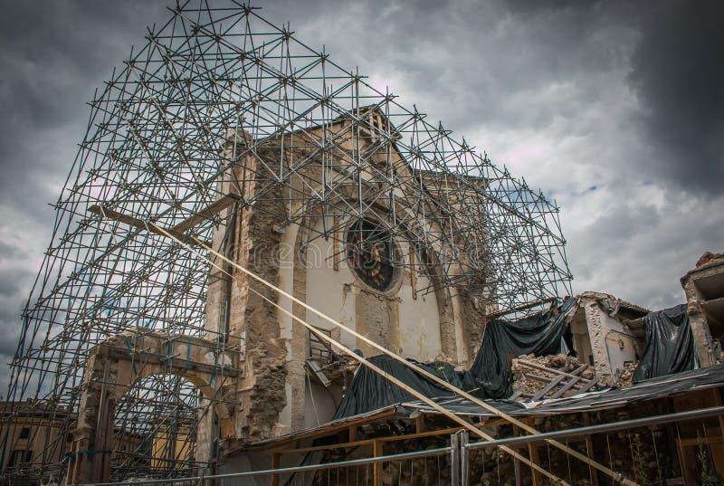 Mening van de kerk van St Benedict of San Benedetto in het jaar 2016 wordt vernietigd die stock foto's
