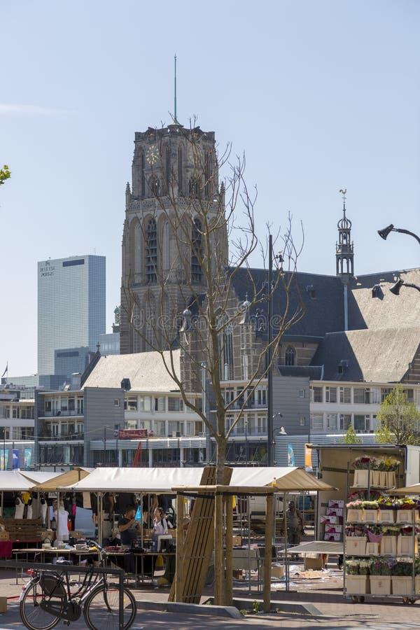 Mening van de Kerk van St Lawrence van de Marktzaal in het centrum van Rotterdam royalty-vrije stock foto