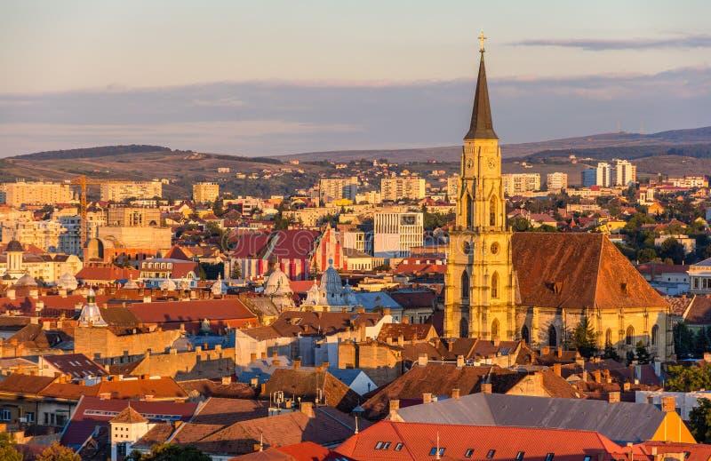 Mening van de Kerk van Heilige Michael in cluj-Napoca stock afbeeldingen