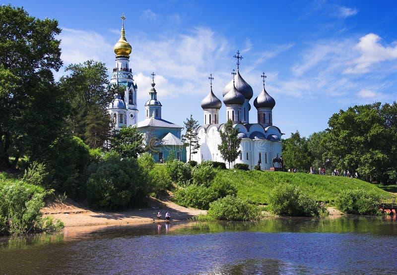 Mening van de kerken van Rivier Vologda royalty-vrije stock foto