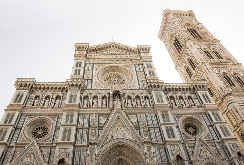 Mening van de klokketoren van Duomo en van Giotto Florence stock afbeelding