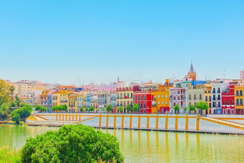 Mening van de kust van de Guadalquivir aan Triana-district i royalty-vrije stock afbeeldingen