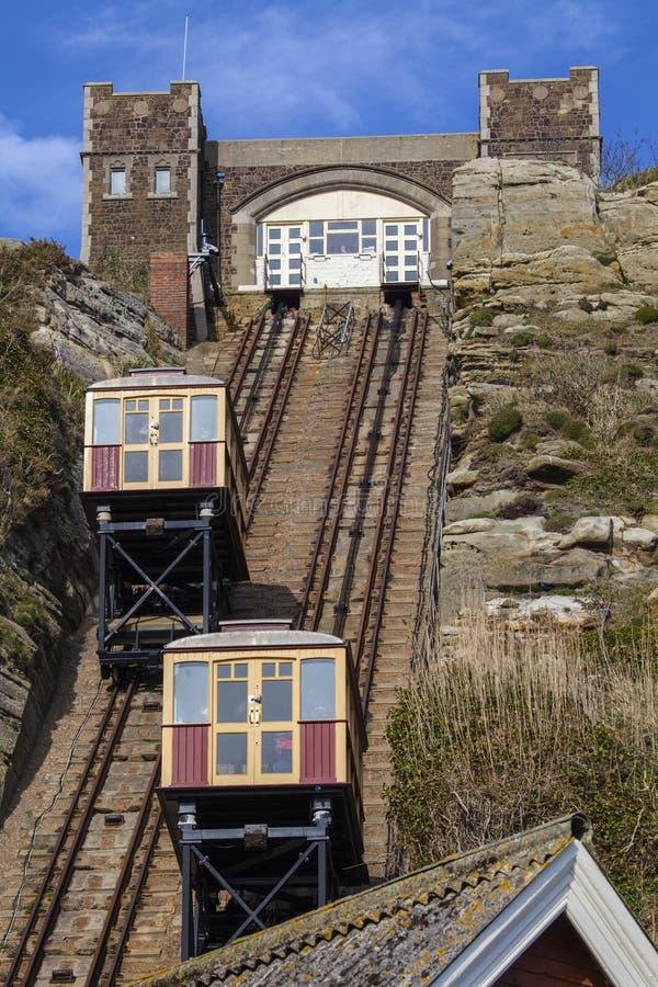 Mening van de Liften van de de Heuvelspoorweg van het Oosten in Hastings stock afbeeldingen