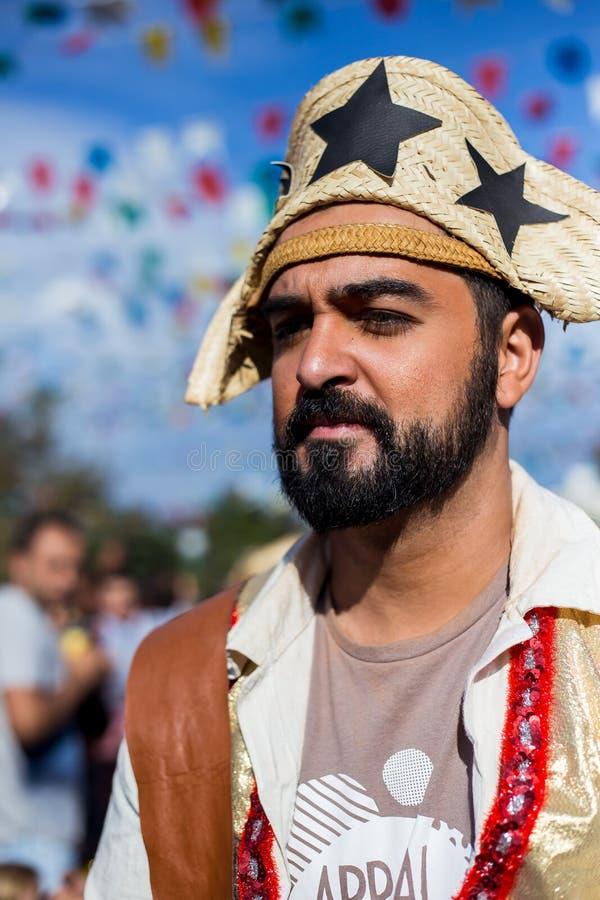 Mening van de mens in typische van Brasilia, Junina-Partij stock foto's