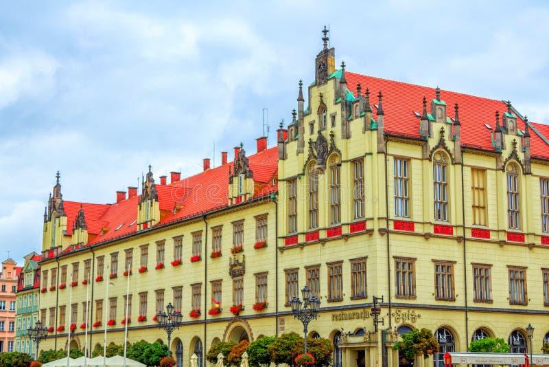 Mening van de mooie historische bouw bij Marktvierkant in Wroclaw royalty-vrije stock afbeelding
