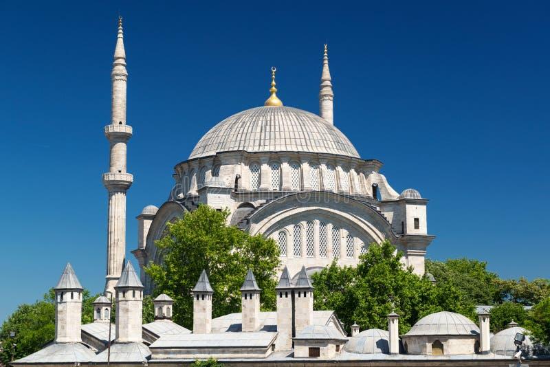 Mening van de Nuruosmaniye-Moskee in Istanboel stock foto