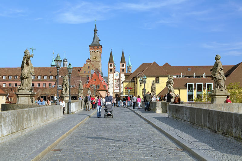Mening van de Oude Belangrijkste Brug aan de Kathedraal van Wurzburg, Duitsland royalty-vrije stock foto