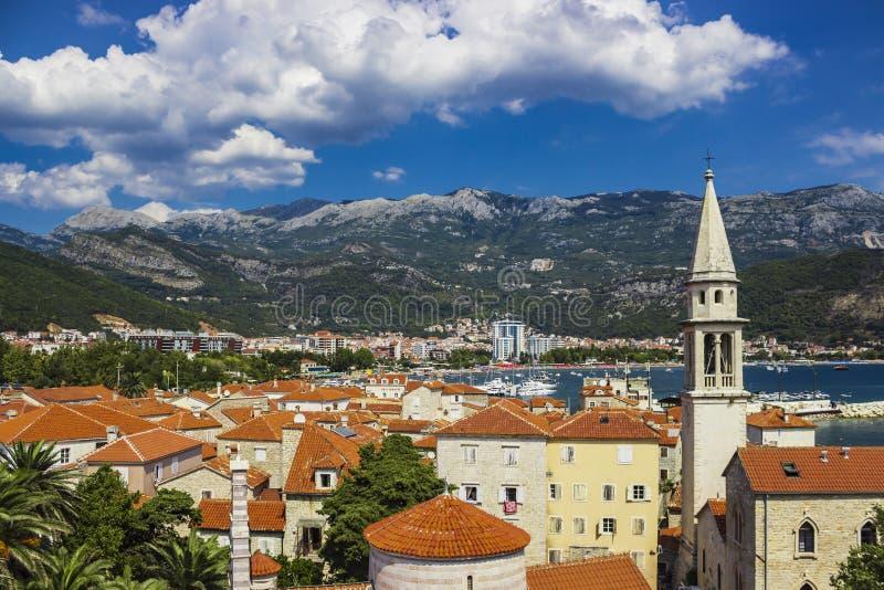 Mening van de oude stad van Budva in Montenegro stock foto