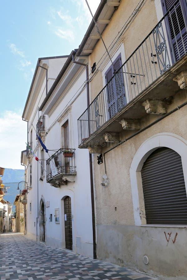Mening van de oude stad - Corfinio, L'Aquila, in het gebied van Abruzzo - Italië stock foto's