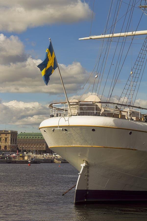 Mening van de Oude Stad Gamla Stan met historische lange varende schipaf Chapman bij Skeppsholmen-Eiland in Stockholm royalty-vrije stock fotografie
