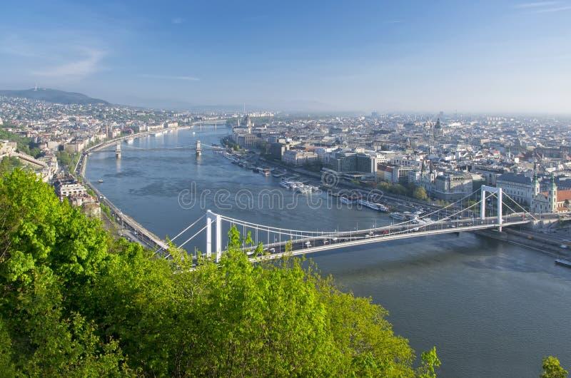Mening van de rivier en Boedapest van Donau van Citadella, Hongarije royalty-vrije stock afbeeldingen