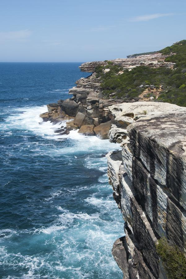 Mening van de rots van de huwelijkscake langs kustlijn in Koninklijk Nationaal Park royalty-vrije stock fotografie