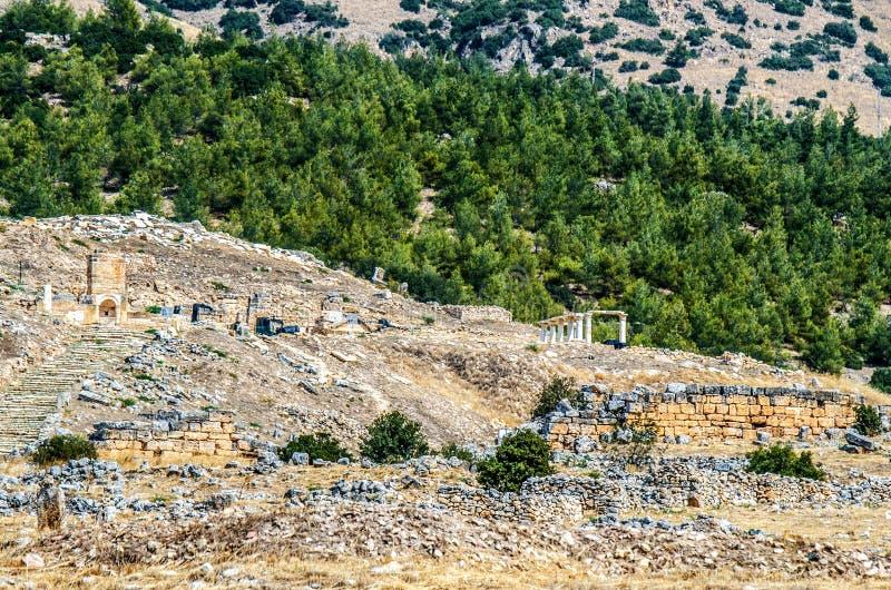 Mening van de ruïnes van de oude stad van Hierapolis in Pamukkale, Turkije royalty-vrije stock foto's