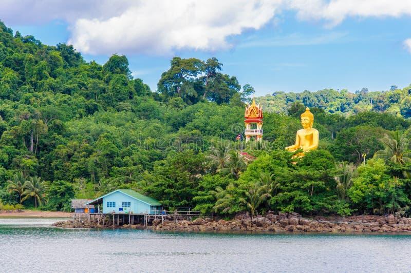 Mening van de Saladehaven van Baan Ao en visserijdorp op Koh Kood Island, Thailand royalty-vrije stock fotografie