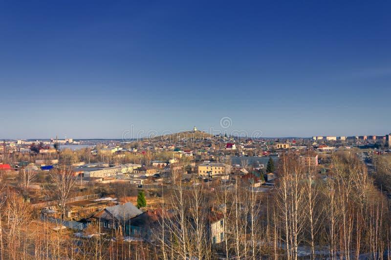 Mening van de stad van Nizhny Tagil vanaf de bovenkant van de berg stock afbeeldingen