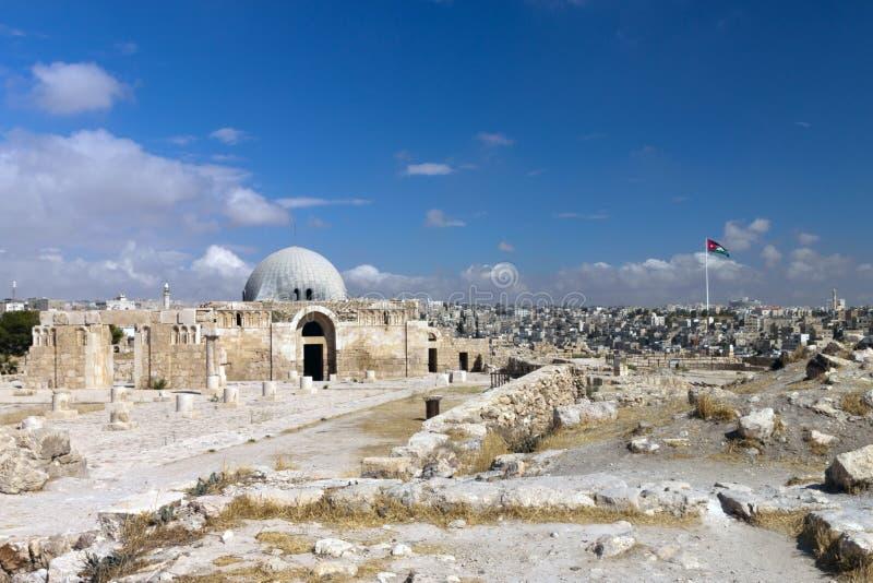 Mening van de stad van Amman met het Museum van de Citadel stock fotografie