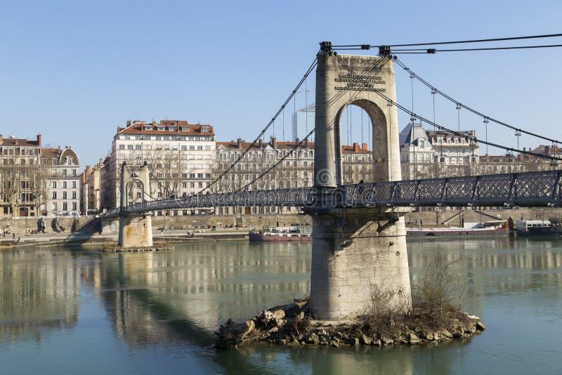 Mening van de stad van Lyon van Passerelle du Universiteitsvoetgangersbrug op Saone-rivier stock afbeelding