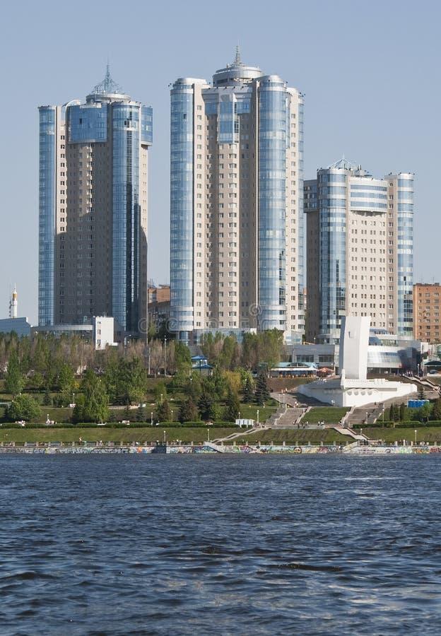 Mening van de stad van Samara in de Volga Rivier royalty-vrije stock afbeeldingen