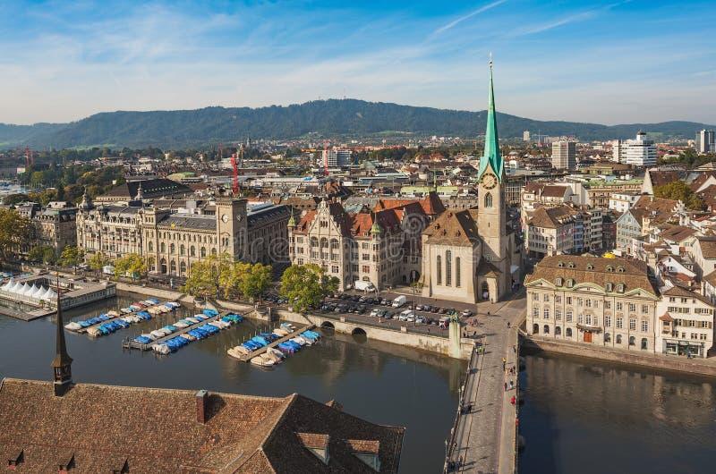 Mening van de stad van Zürich van de toren van Grossmunster-ca royalty-vrije stock foto's