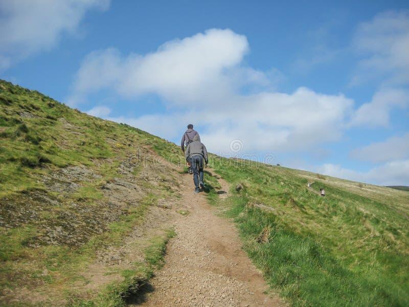 Mening van de steile rotsen van Salisbury op Holyrood-Park stock foto's