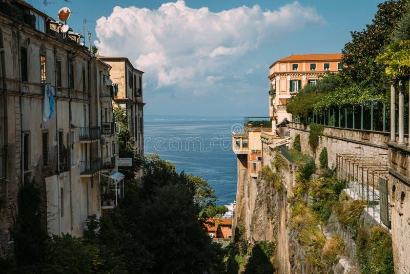 Mening van de straat in Sorrento, Italië stock foto