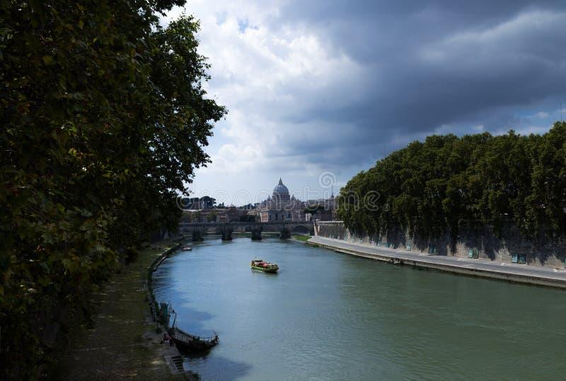 Mening van de Tiber-Rivier stock foto's